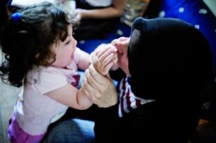 Houssnia El Khadiri con su hija Fadwa.