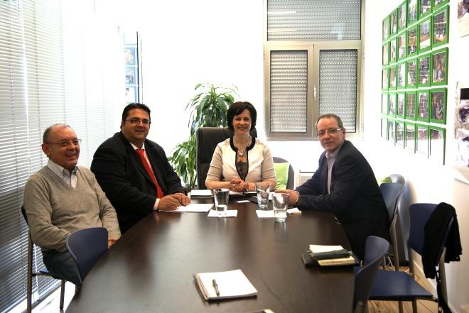 De izquierda a Derecha, Jorge Nunes, Secretario General de FEDRA, Juan Carrión, Presidente de FEDER; Paula Brito e Costa, Presidenta de FEDRA y Jordi Cruz, miembro de la Junta Directiva de FEDER  durante la reunión